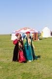 Elista Tulip Festival Insieme di folclore degli artisti Immagini Stock