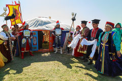 Elista Tulip Festival Invités de réunion à la tente de steppe Photo libre de droits