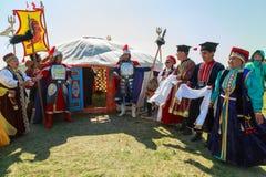 Elista Tulipanowy festiwal Spotkanie goście przy stepowym namiotem Zdjęcie Royalty Free