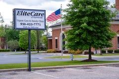Elitomsorg av kliniken f?r Fayetteville den akuta omsorgfamilj arkivbilder