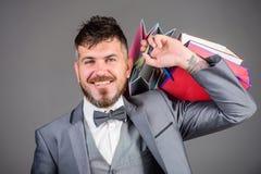 Elity butik Robi robić zakupy radosnego Cieszy się robiący zakupy zyskowne transakcje czarny Piątek Robić zakupy z rabatem cieszy zdjęcie stock