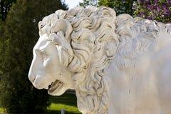 Żeliwny lew w parku Zdjęcia Royalty Free