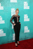 Elizabeth Banks arriving at the 2012 MTV Movie Awards Stock Images