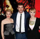 Elizabeth Banks, Liam Hemsworth, Jennifer Lawrence Imagem de Stock Royalty Free