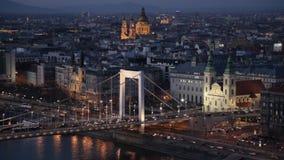 Elizabeth-Brücke in Budapest stock footage