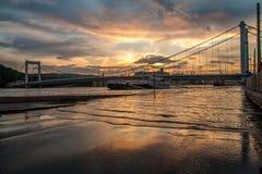 Elizabeth Bridge på floden Arkivbild