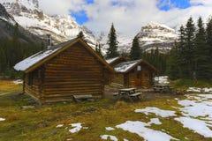 Elizabeth Parker Alpine Club av Kanada förlägga i barack i Yoho National Park arkivbilder