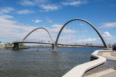 Elizabeth Quay Bridge i Perth Royaltyfria Foton
