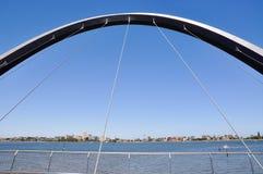 Elizabeth Quay Bridge: Vista sobre Perth sul Imagens de Stock