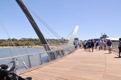 Elizabeth Quay Bridge: Voetgang Royalty-vrije Stock Foto