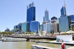 Elizabeth Quay met Cityscape van Perth Stock Foto