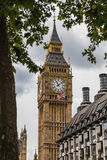 Elizabeth Tower, Big Ben en een Unie Jack Flag Stock Fotografie