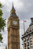 Elizabeth Tower, Big Ben en een Unie Jack Flag Stock Foto's
