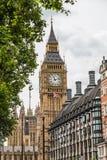 Elizabeth Tower, Big Ben en een Unie Jack Flag Stock Afbeeldingen