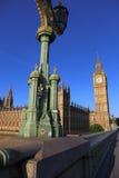 Elizabeth Tower da ponte de Westminster Imagem de Stock