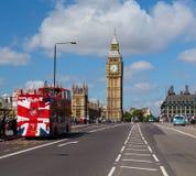Elizabeth Tower och Westminster bro Fotografering för Bildbyråer