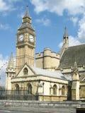 Elizabeth Tower på slotten av Westminster i London - materielbild Arkivbilder