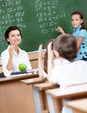 Elke leerling wil antwoorden Stock Foto