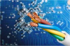 Elkraften avskärmad kabel med många binder isolerat arkivbilder