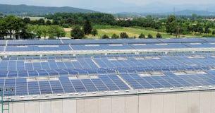 Elkraftpaneler för sol- energi Arkivbild