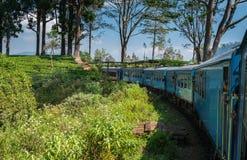 Ella ao trem famoso de kandy Sri Lanka foto de stock