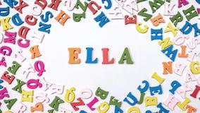 ELLA de nom de bébé composé de lettres en bois sur le plancher Choix du concept de nom Photographie stock libre de droits
