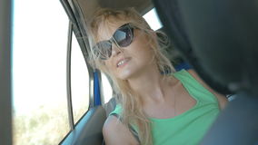 Ella que goza de la visión y del aire fresco metrajes