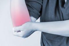 Ellbogenverletzung in den Menschen stoßen Sie die Schmerz, die medizinischen Gelenkschmerzenleute, Monotonhöhepunkt am Ellbogen Stockfoto
