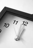 Elle est 12.00 0 ' horloges ! Image stock