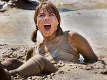 Elle est coincée dans la boue étonnée
