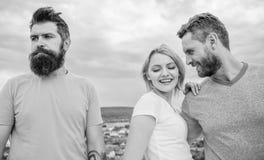 Elle a fait son choix Support de fille entre deux hommes Ami sélectionné par femme Couples et associé rejeté Comment obtenir plus photographie stock libre de droits