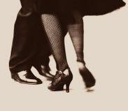 Elle prend deux au tango Photos libres de droits