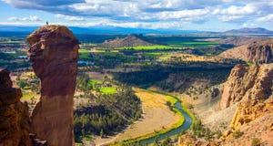 Ellende Ridge Trail in Smith Rocks State Park, een populair bergbeklimmingsgebied in centraal Oregon dichtbij Terrebonne royalty-vrije stock foto