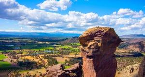 Ellende Ridge Trail in Smith Rocks State Park, een populair bergbeklimmingsgebied in centraal Oregon dichtbij Terrebonne royalty-vrije stock foto's