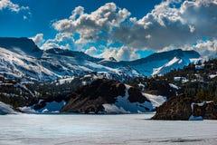 Ellery Lake perto da passagem Califórnia EUA de Tioga imagem de stock royalty free