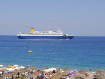 Ellie Beach que es la playa más cercana a Rhodes Town y es popular entre los locals y los turistas igualmente fotos de archivo libres de regalías