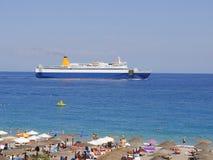 Ellie Beach qui est la plage la plus proche à Rhodes Town et est populaire avec des gens du pays et des touristes de même photos libres de droits