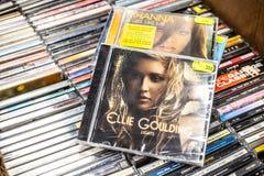 Ellie Goulding-CD het album steekt 2010 op vertoning voor verkoop, beroemde Engelse zanger en songwriter aan stock fotografie