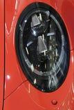 Elliptische vorm van voor hoge straal LEIDENE lichten op moderne exlusive Duitse sportwagen Royalty-vrije Stock Foto's