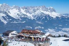Ellmau fjällängar skidar semesterorten i Österrike fotografering för bildbyråer
