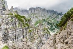 Ellmauer-Halt an Wilder Kaiser-Bergen von ?sterreich - nah an Gruttenhuette, eine alpine H?tte, gehend, Tirol, ?sterreich - wande lizenzfreies stockfoto
