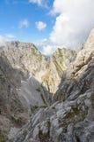 Ellmauer-Halt an Wilder Kaiser-Bergen von ?sterreich - nah an Gruttenhuette, eine alpine H?tte, gehend, Tirol, ?sterreich - wande stockfotos