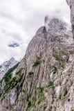 Ellmauer-Halt an Wilder Kaiser-Bergen von ?sterreich - nah an Gruttenhuette, eine alpine H?tte, gehend, Tirol, ?sterreich - wande lizenzfreies stockbild