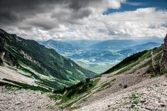 Ellmauer-Halt an Wilder Kaiser-Bergen von ?sterreich - nah an Gruttenhuette, eine alpine H?tte, gehend, Tirol, ?sterreich - wande lizenzfreie stockfotografie