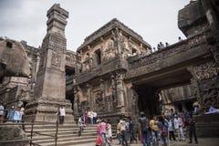 Ellora, Inde - 15 août 2016 : Les gens visitant aux cavernes i Photos stock