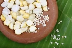 Ellu-bella - indischer Sesam und Jagrezucker von Süd-Indien Lizenzfreie Stockfotos