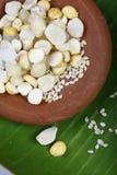 Ellu bella - sesam och jaggery från södra Indien Arkivbilder