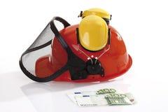 Elmetto protettivo e 100 euro banconote Fotografie Stock
