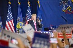 Elogios da multidão como Donald Trump Speaks no Condado de Lancaster Fotos de Stock Royalty Free