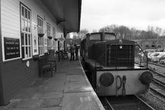 Elsecar arvjärnvägsstation & bussgarage, Elsecar i svart & vit, Barnsley, händelse för South Yorkshire 19th Februari 2017 vinterv Arkivfoto